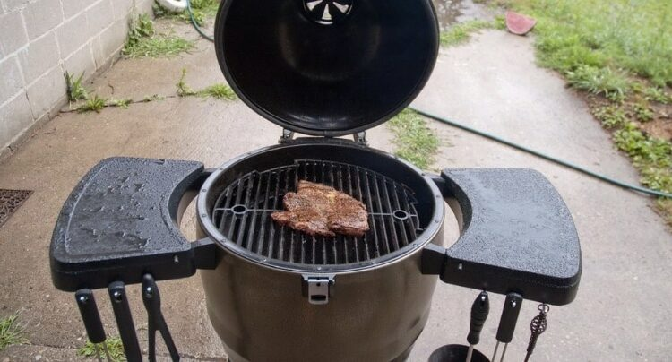 Can You Use A Gas Grill In The Rain?